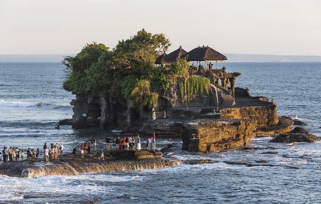 tour Bali dari surabaya - Gambar Tanah Lot