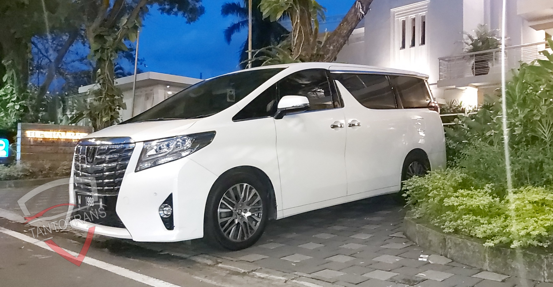 Sewa Mobil Mewah Surabaya Rental Mobil Mewah Terpecaya Tantotrans